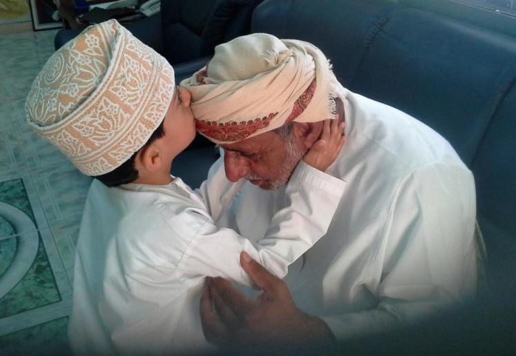 وقضى ربك ألا تعبدوا إلا إياه وبالوالدين إحسانا تعبير بالفرنسية    مترجم للعربية