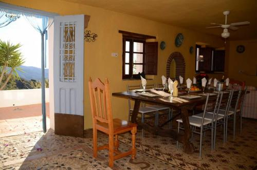 malaga-holiday-home-dining-front-door
