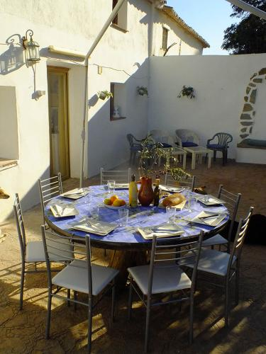 malaga-holiday-home-dining-outside
