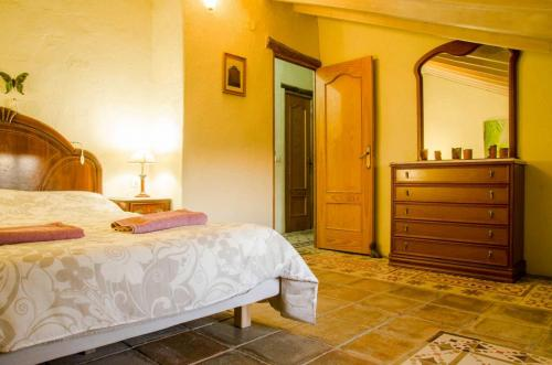 malaga-holiday-home-double-bedroom-upstairs-chill4