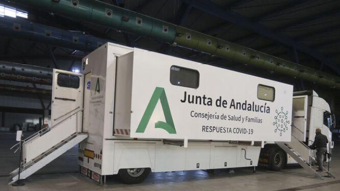 La Junta pide a los vecinos de Cuevas del Becerro que eviten salir para  frenar los contagios