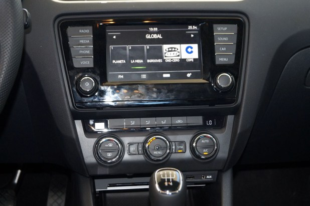 Skoda Octavia Dismoauto Panel Central