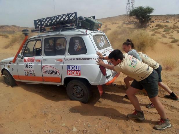 En esta etapa las dificultades, en forma de trampas de arena, comenzaban a los pocos kilómetros de la salida.