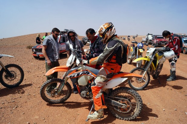 En el desierto siempre hay que ser solidarios con los que te encuentres en tu camino.