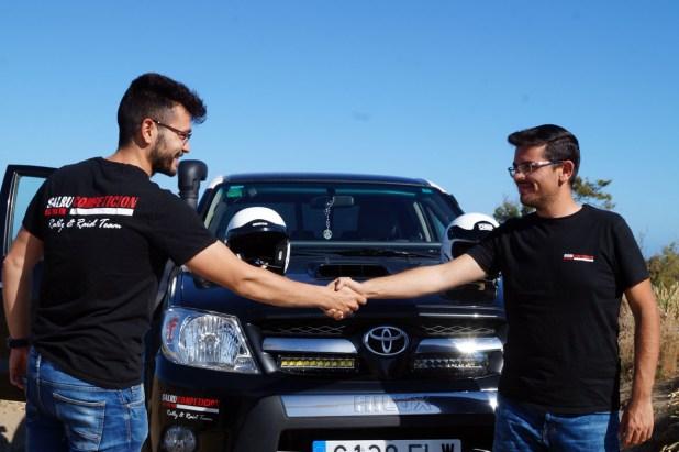 A la izquierda, Juan Miguel Amaya, copiloto, y a la derecha, Salvador Rubén Serrano, piloto del equipo Team Salru Off Road.