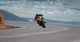 La Aprilia Tuono V4 1100 Factory consigue la victoria en la categoría Heavyweight en Pikes Peak