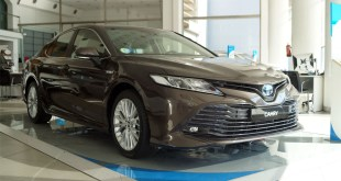 El Nuevo Toyota Camry Hybrid ya se encuentra en las instalaciones de Cumaca Motor