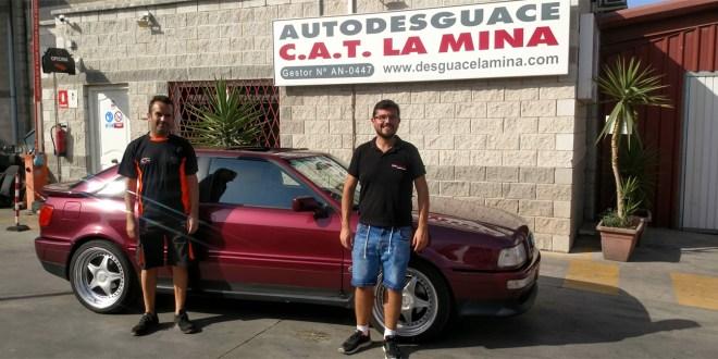 Carlos Ruiz, gerente Autodesguace CAT La Mina y Salvador Rubén, piloto del equipo Team Salru Competición.