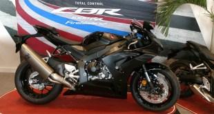 Los aficionados a las motos de altas prestaciones pueden disfrutar en Servihonda de la espectacular Honda CBR 1000RR-R Fireblade