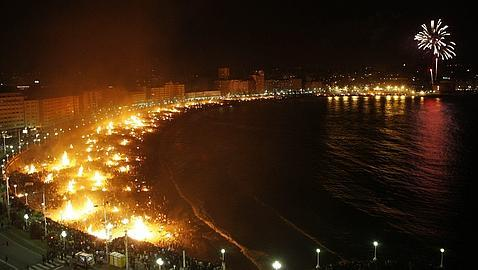 Mittsommernacht: Johannisfeuer in Málaga