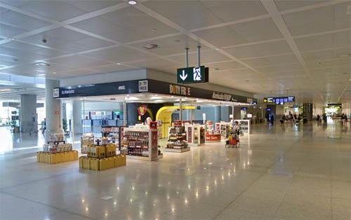 Malaga airport shopping