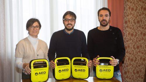 Defibrillatori donati a scuole e società sportive