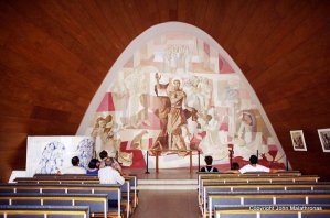The parabolic mural inside the church of São Francisco in Pampulha