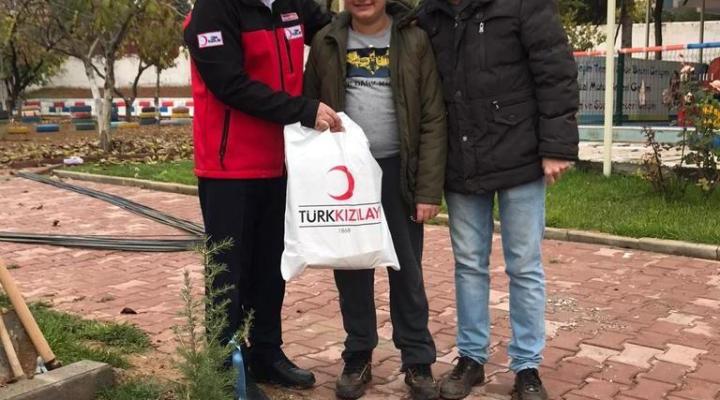 Dünya Engelliler Gününde Kızılay'dan Hediyeli ve Fidan Dikmeli Program