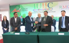 Roslan right exchanging document with Tang Kok Mun after signing an MoU on research and commercialization after the launching of IUIIC 2017 at IUKL on Wednesday.