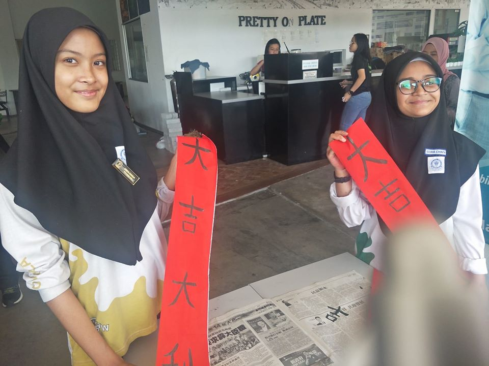 malay students skillful at chinese calligraphy