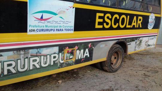 Pneu estourado deixa ônibus parado em Cururupu