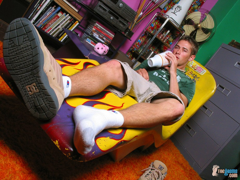 Shane Allen shows off his DC sneaker and white socked foot for Toegasms - male feet