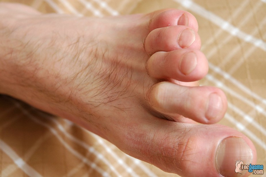 Jeremiah Johnson's bare male foot for Toegasms - male feet