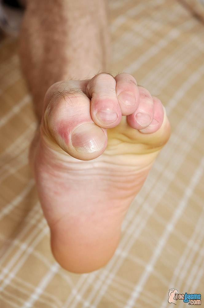 Jeremiah Johnson's bare male feet for Toegasms - male feet