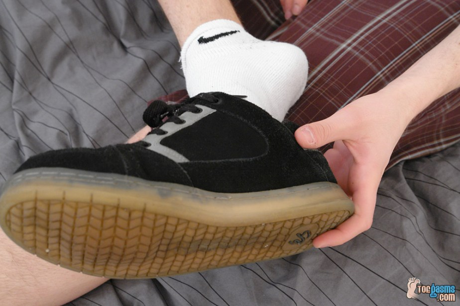 Nate takes off his eS sneakers showing off his white Nike ankle socks for Toegasms - male feet
