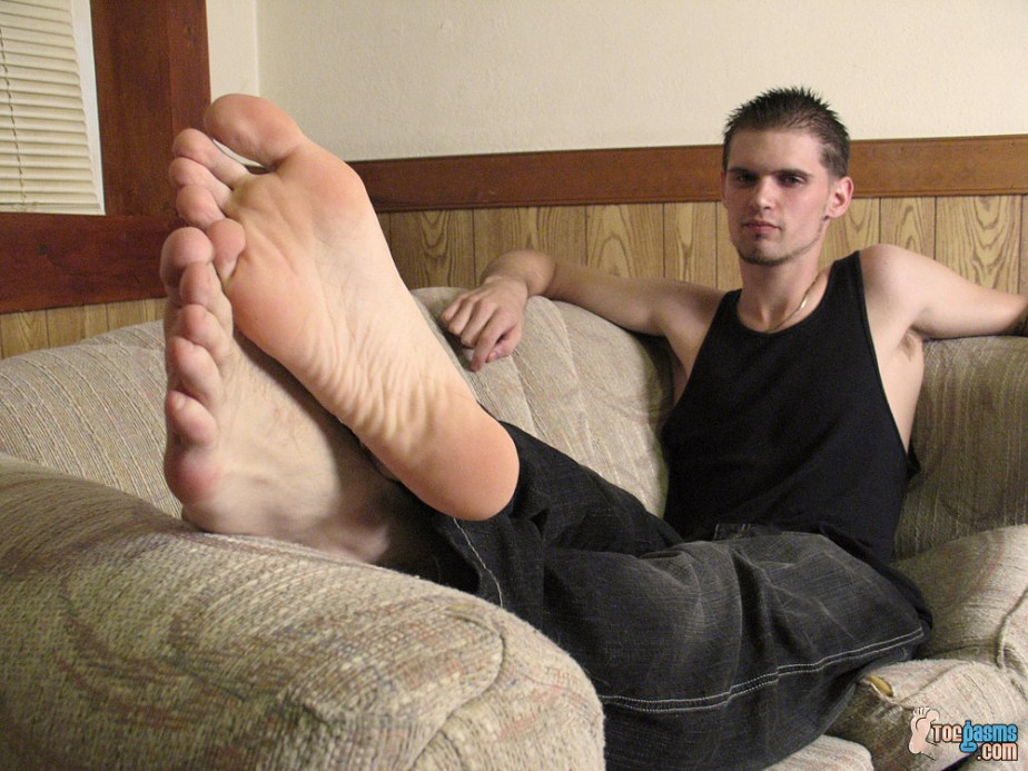 Nolan's male feet up for Toegasms