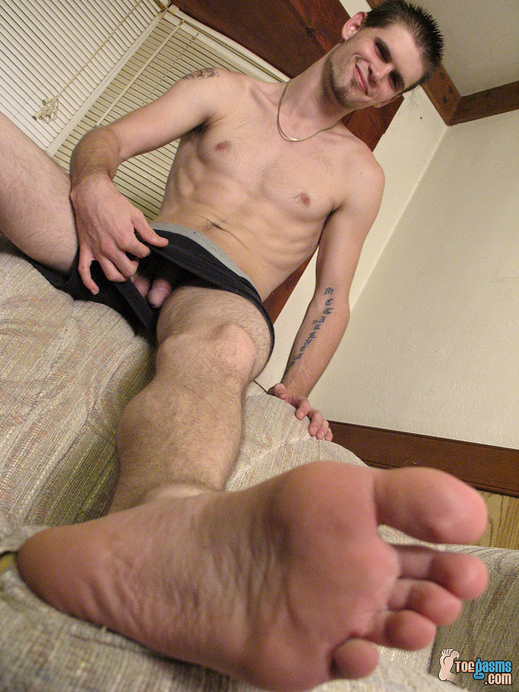 Shirtless Nolan shows off his cock and bare feet for Toegasms
