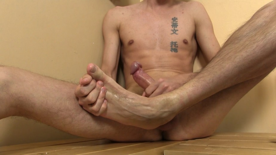 Jasper James' slippery feet and cock for TwinkyFeet