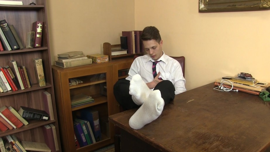 Will Simon puts his dirty white socked feet up on the desk for Twinky Feet