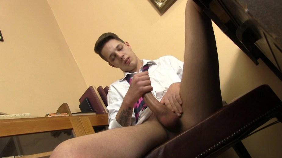 Will Simon strokes his cock for Twinky Feet