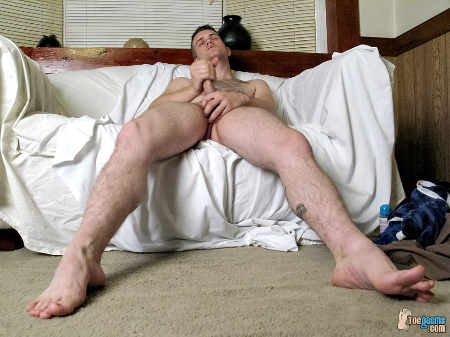 Bryce Corbin wanks for Toegasms