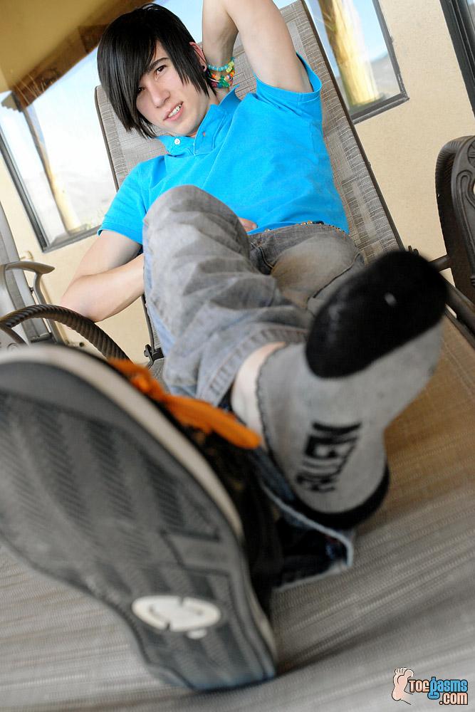 Brendan shows off his sneaker and sock for Toegasms