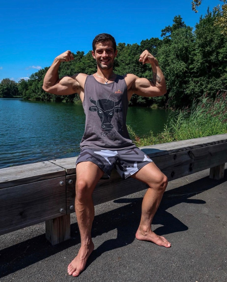 Baba_bruno barefoot and flexing