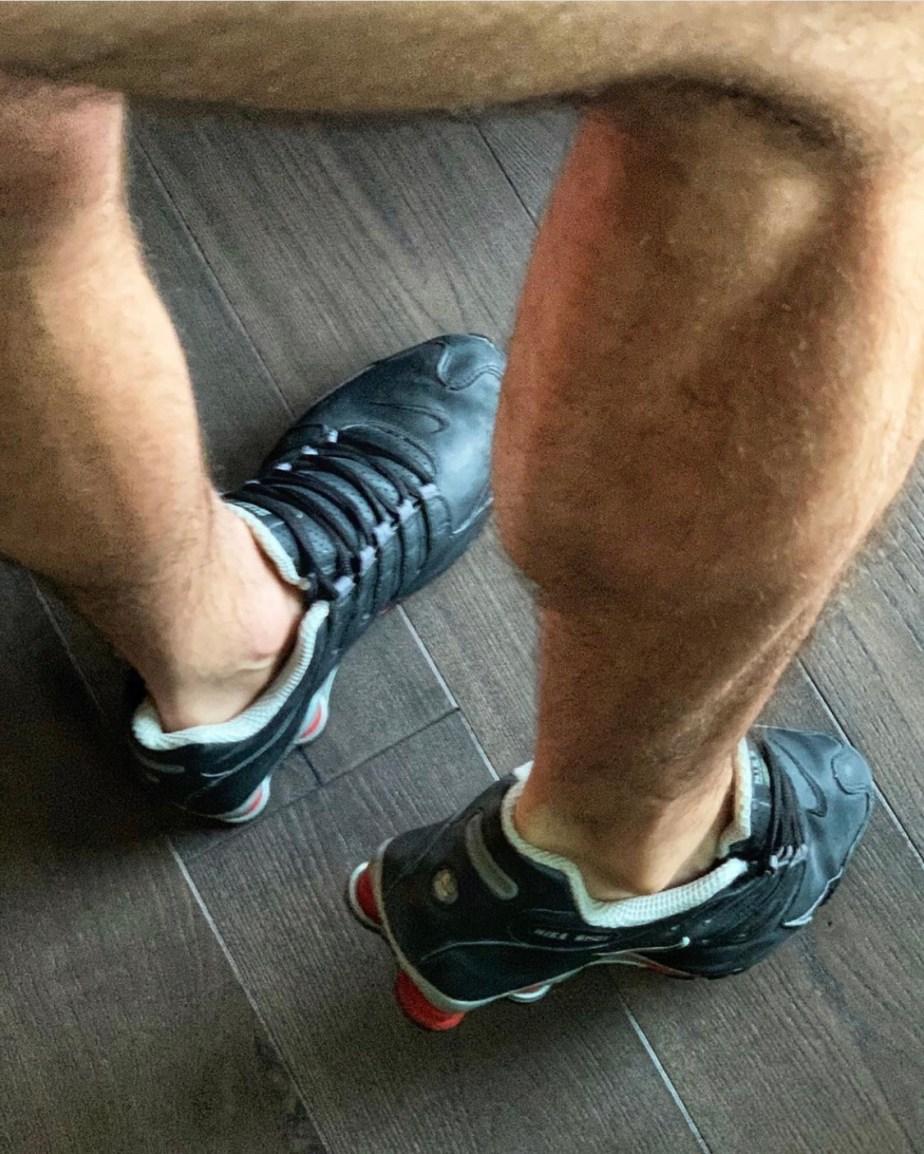 Sockless in Nike Shox NZ