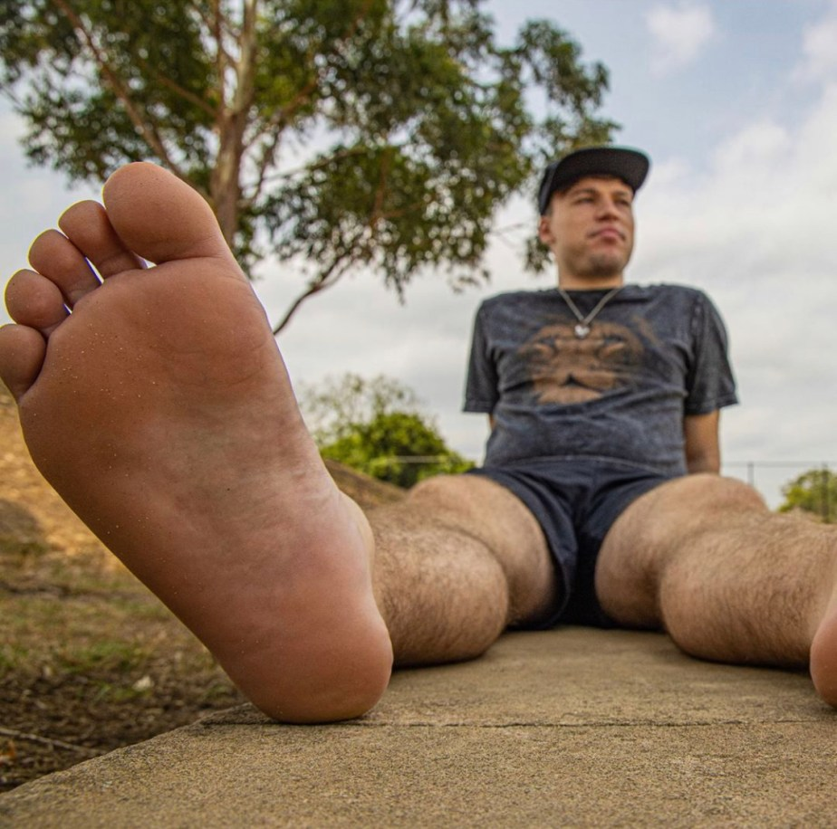 Bare legs and soles up for giant_and_tiny