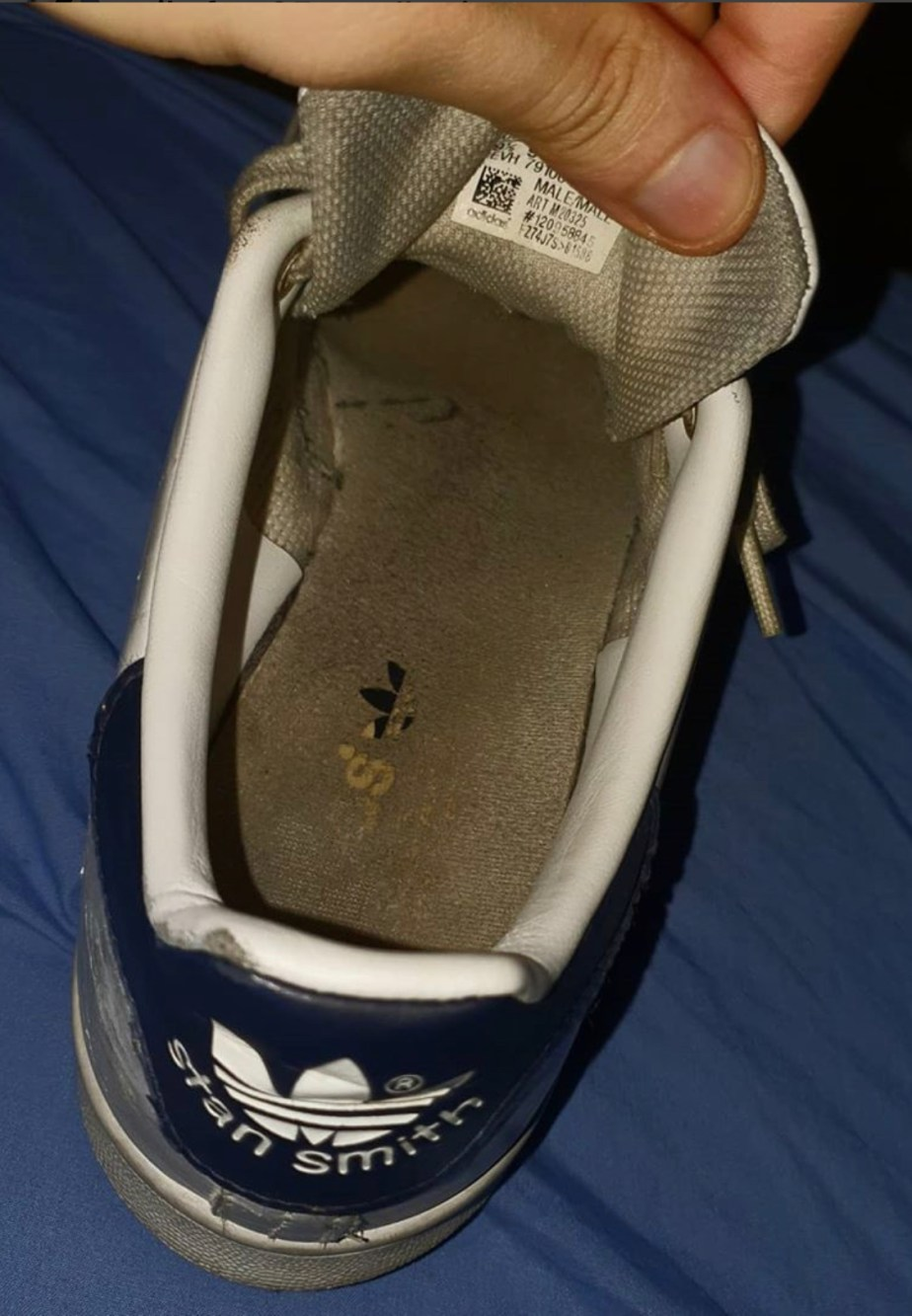 Mikefeet95 shows off his Adidas Stan Smith dirty sneaker insoles