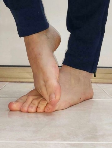 christae184's bare feet