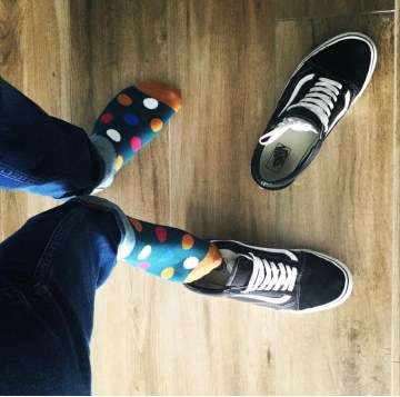 sneakerticino takes off his Vans sneakers and shows off his colourful size 10.5 socked feet