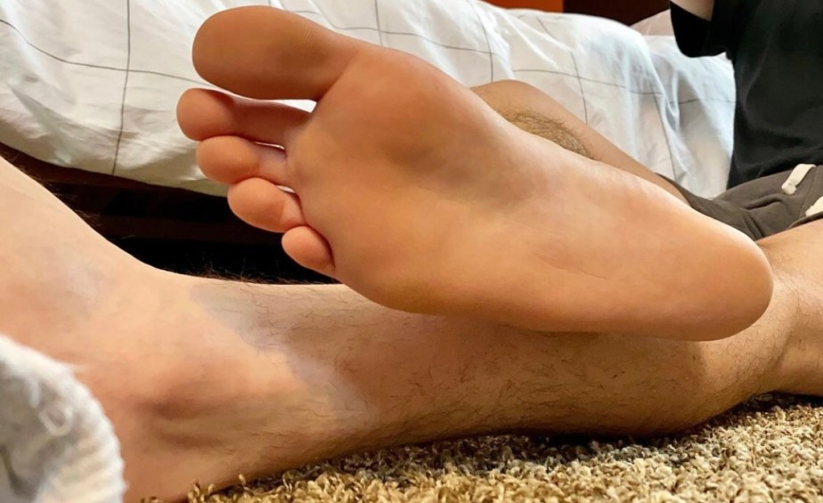 Justinpageft's bare sole out of white socks