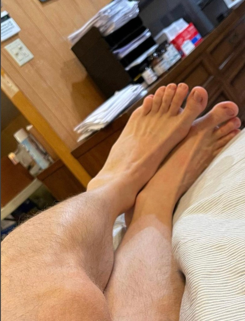 nycfootjock's size 13 bare feet on the bed