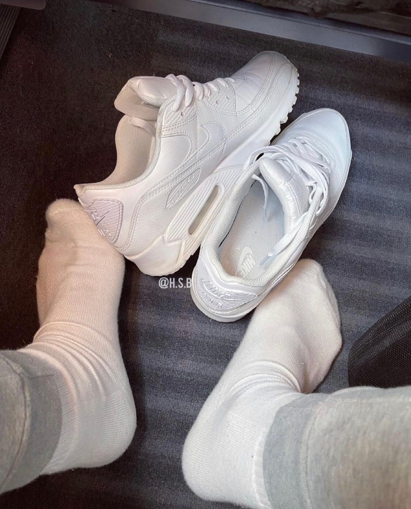 hot.sox.bro.og shows off his white crew socks out of Nike sneakers