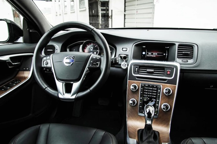 Volvo_v60_cross_country_04
