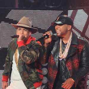 daddy yankee y don omar concierto en puerto rico 2015 370x209 - Daddy Yankee – Hielo (Vídeo Preview)