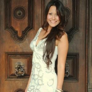 Diana Vargas se desempeña en el mundo de la música - Wisin y Yandel – Conferencia De Prensa (Como Antes Tour)