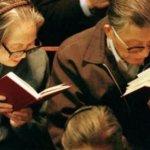 """China prohíbe la venta de biblias en línea por no seguir """"valores del socialismo"""""""