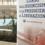 Curso do Vaticano enseña como expulsar demonios por  celular