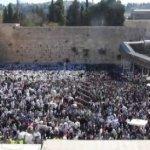Decenas de miles de judíos se reúnen para recibir bendición sacerdotal