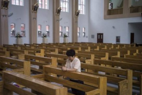 China promueve eliminación del cristianismo y fieles son forzados a negar a Jesús
