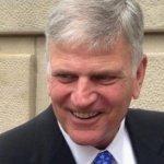 Anuncios evangelísticos de Franklin Graham fueron eliminado tras gran alboroto
