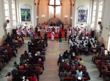 """China ordena que iglesias """"fichen"""" a todos los que participan en los cultos"""